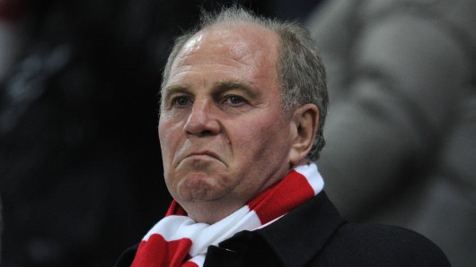 Uli Hoeneß, scheidender Präsident des FC Bayern München, spricht über die Tiefpunkte seiner Laufbahn.