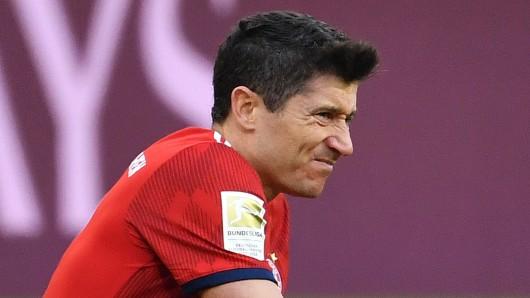 Robert Lewandowski, Stürmer des FC Bayern München, muss operiert werden.