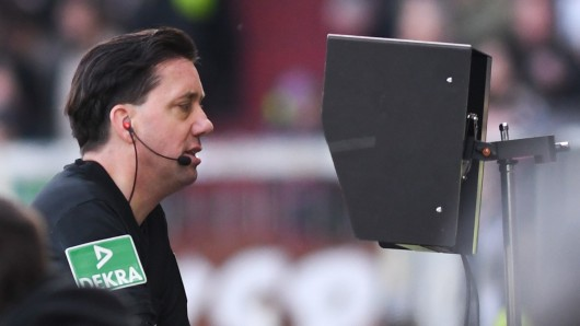 DFB-Schiedsrichter Manuel Gräfe kritisiert den Videobeweis.