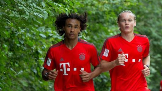 Ryan Johansson (r.) wechselt vom FC Bayern München zum FC Sevilla.