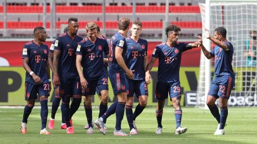 Leverkusen - Bayern München: Der FCB jubelt in der BayArena.
