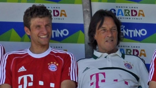 Beim FC Bayern München sind die Fans traurig: Dr. Hans-Wilhelm Müller-Wohlfahrt (r.) geht.