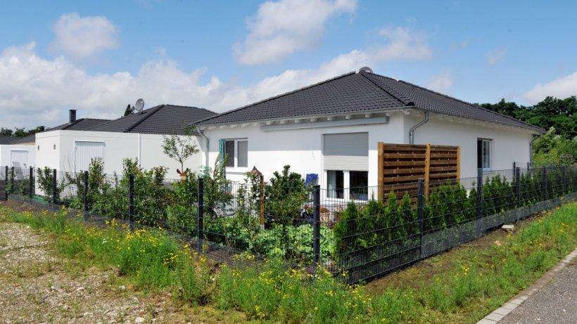 neubau bungalow bauen vorteile und nachteile wohnen. Black Bedroom Furniture Sets. Home Design Ideas