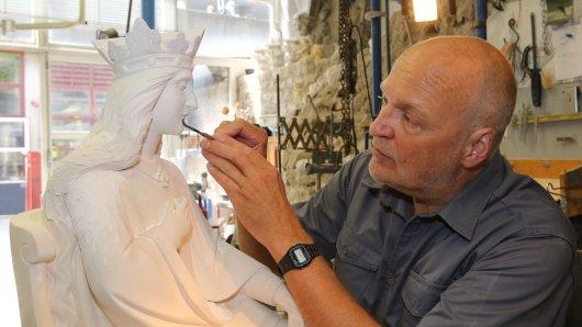 """""""Gotik live"""" gibt es in den Ateliers der Bildhauer und Steinmetze oder in der Glaswerkstatt der Dombauhütte zu sehen."""