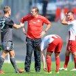 Die Fragezeichen stehen in den Gesichtern: RWE-Trainer Sven Demandt und Timo Brauer (rechts) sind wieder einmal bedient.