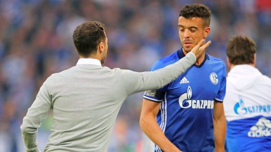 Soccer Football - Bundesliga - Schalke 04 vs RB Leipzig - Gelsenkirchen, Germany - August 19, 2017 Schalke's Franco Di Santo with coach Domenico Tedesco REUTERS/Wolfgang Rattay DFL RULES TO LIMIT THE ONLINE USAGE DURING MATCH TIME TO 15 PICTURES PER GAME. IMAGE SEQUENCES TO SIMULATE VIDEO IS NOT ALLOWED AT ANY TIME. FOR FURTHER QUERIES PLEASE CONTACT DFL DIRECTLY AT + 49 69 650050