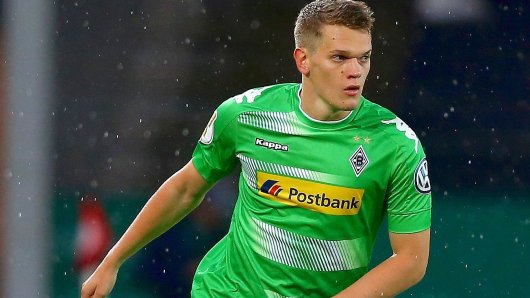 ESSEN, GERMANY - AUGUST 11:  Matthias Ginter of Mnchengladbach runs with the ball during the DFB Cup first round match between Rot-Weiss Essen and Borussia Moenchengladbach at Stadion Essen on August 11, 2017 in Essen, Germany.  (Photo by Christof Koepsel/Bongarts/Getty Images)