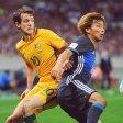 Fußball: WM-Qualifikation Asien, 3. Runde, Gruppe 2, 9. Spieltag Japan - Australien am 31.08.2017 in Saitama (Japan). Takashi Inui (r) aus Japan inAktion gegen Robbie Kruse aus Australien. Foto: Matt Roberts/AAP/dpa +++(c) dpa - Bildfunk+++