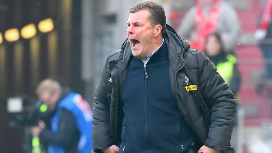 01.04.2018, xfux, Fussball 1.Bundesliga, FSV Mainz 05 - Borussia Moenchengladbach, emspor, v.l. Trainer Dieter Hecking (Borussia Moenchengladbach) gibt Anweisungen, gestikuliert, mit den Armen gestikulieren gives instructions, gesticulate, gesticolando. Mainz *** 01 04 2018 xfux Soccer 1 Bundesliga FSV Mainz 05 Borussia Moenchengladbach emspor v l Coach Dieter Hecking Borussia Moenchengladbach gives gestures instructions gesticulate with the arms gives instructions gesticulate gesticolando Mainz