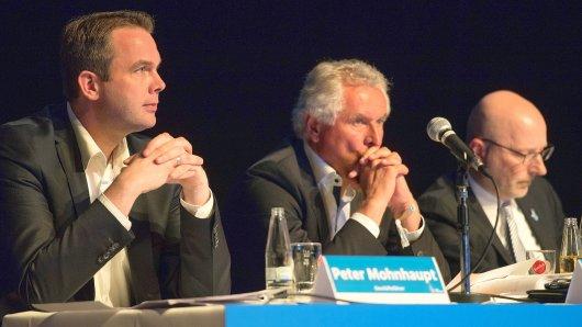 Sie hoffen auf den Klassenerhalt und Fernsehgelder: (von links) MSV-Geschäftsführer Peter Mohnhaupt, Aufsichtsratschef Jürgen Marbach und Verwaltungsratschef Markus Räuber .