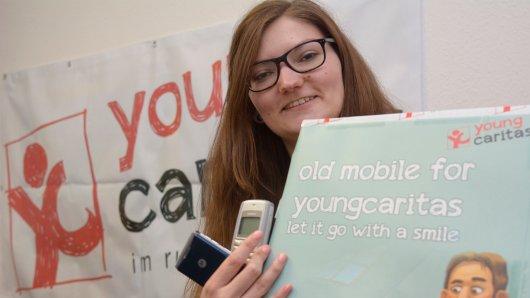 Kathrin Henneberger von der youngcaritas freut sich über jedes abgegebene Handy.