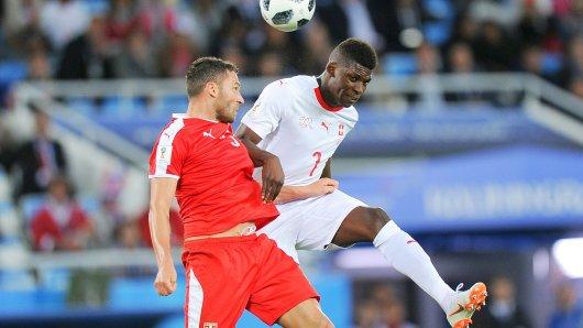 Bei den Schweizern in der Jokerrolle: Breel Embolo (rechts), hier im Duell gegen Serbien.