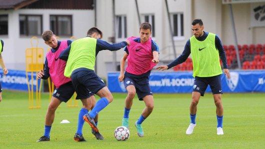 Feierte im Trainingslager in Weiler am Samstag seinen 22. Geburtstag: Milos Pantovic bei einer Einheit im Allgäu (re.: Baris Ekincier). Der serbische Flügelstürmer will sich auch in der 2. Liga durchsetzen.