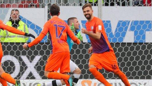 Das Spiel der Saison zeigte Lukas Hinterseer in Sandhausen, als er nach einem 0:2-Rückstand alle drei Treffer zum 3:2-Erfolg des VfL Bochum erzielte. Es war ein Meilenstein zum Klassenerhalt.