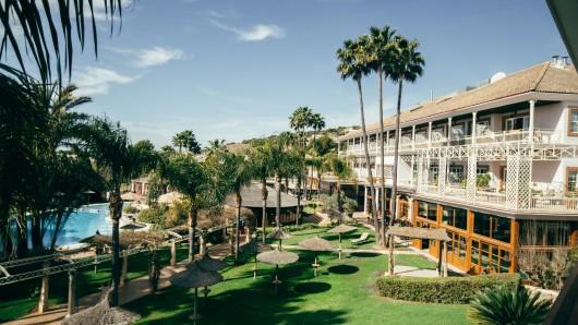 Stylisch-gemütliches Design mit einem Hauch von Afrika verbunden mit mediterranem Lifestyle: Das Lindner Golf Resort Portals Nous in Palma ist das perfekte Refugium für eine Auszeit auf Mallorca - für Wellness- und Sportbegeisterte.
