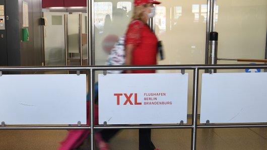 Reiserückkehrer kommen am Flughafen Tegel an. Reiserückkehrer aus sogenannten Risikogebieten sollen am Berliner Flughafen Tegel vom 29. Juli an die Möglichkeit haben, sich auf das Coronavirus testen zu lassen. Die Tests am Flughafen sind kostenlos und aktuell auch noch freiwillig.