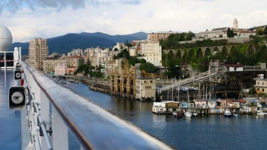 «Costa NeoRiviera» im Hafen von Savona - die Reederei Costa hat ihre Kreuzfahrten über Weihnachten und den Jahreswechsel abgesagt.