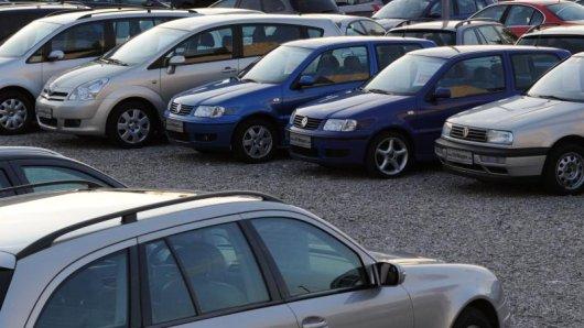 Junge Autokäufer setzen immer mehr auf Gebrauchtwagen. Laut einer Studie wird das Fahrzeug häufig nur noch als Gebrauchsgegenstand gesehen.