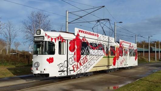 Die Bogie-Bahn ist wieder da. Die verkehrshistorische Arbeitsgemeinschaft hatte sie saniert.