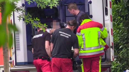 Auf der Jahnstraße in Bochum-Wattenscheid wurden zwei Frauen vom Blitz getroffen.
