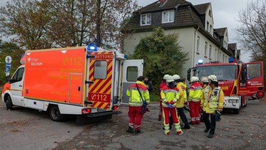 Bis zu 30 Einsatzkräfte der Feuerwehr Bochum mussten zu dem Wohnhaus ausrücken.
