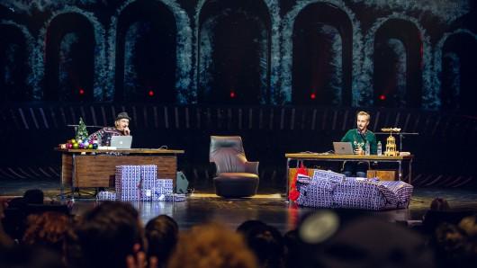 Olli Schulz und Jan Böhmermann auf der Bühne des  Starlight Express-Theater in Bochum