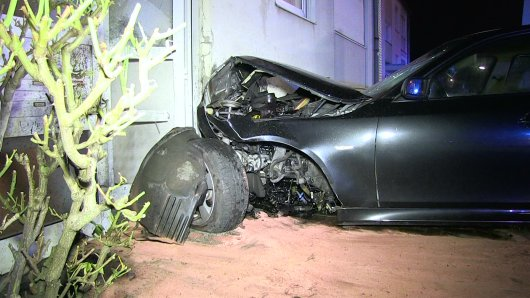 In Herne hat es einen Crash eines Autos mit einer Hauswand gegeben.