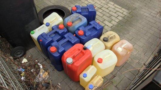 Mehrere Kanister mit Benzin wurden in Bochum gefunden.