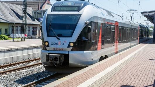 Zwischen Mitarbeitern einer Abellio-Bahn und zwei Fahrgästen ist es in den frühen Samstagmorgenstunden anscheinend zu einer Auseinandersetzung gekommen (Symbolfoto)
