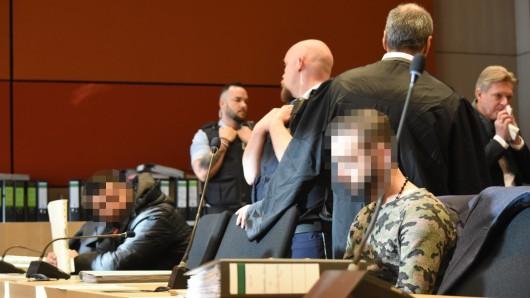 Fünf Männer müssen sich seit Montag vor dem Landgericht Bochum wegen mehreren Delikten verantworten. Sie sollen zum Miri-Clan gehören.