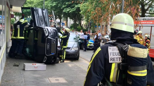 Die Attacke des Audi-Fahrers (29) in Bochum misslang, stattdessen endete seine Fahrt auf der Seite.