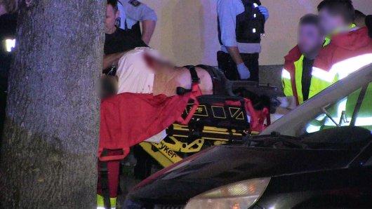 Nach einer Messerstecherei in Bochum sind zwei Personen schwerverletzt worden.