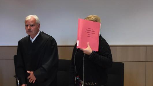 Die angeklagte Laura M. muss sich seit Mittwoch vor dem Landgericht Bochum verantworten.