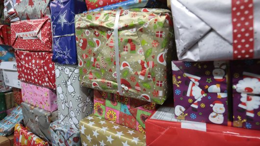 Die Tafel in Bochum verzichtet dieses Jahr auf seine Weihnachtspäckchen-Aktion. In den vergangenen Jahren wurde zu viel Schritt verpackt. (Archivbild)