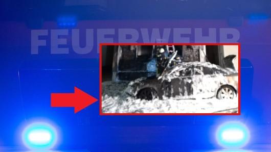 In Bochum brannte in den frühen Stunden des Mittwochs ein Auto – dann schlugen die Flammen auch auf ein angrenzendes Gebäude über.