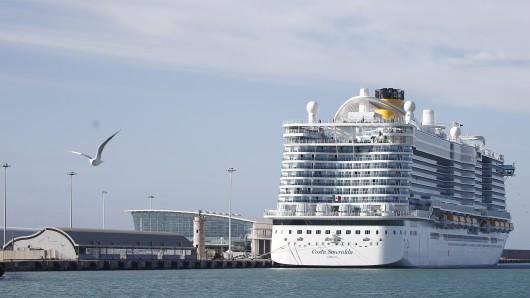 Wegen des Coronaviruses stand die Costa Smeralda einen Tag lang unter Quarantäne, musste am Hafen anlegen.