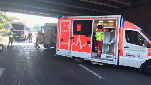 Nach einem Lkw-Unfall auf der A40 musste eine Fahrtrichtung gesperrt werden.