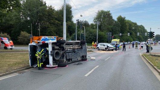 Bochum: Am Freitagmorgen kam es auf einer Kreuzung am Harpener Hellweg zu einem schweren Unfall mit zwei Verletzten.