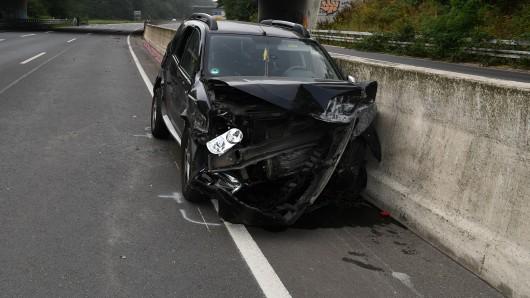 Eine junge Frau aus Hattingen hatte am Sonntag die Kontrolle über ihr Auto verloren, ist nach einem Unfall schwer verletzt worden.