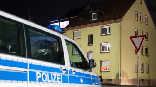 Am Dienstagabend wurde die Polizei gegen 23.00 Uhr wegen Streitigkeiten zu einem Privathaushalt gerufen.