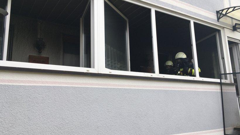 Bochum: E-Bike-Fahrer nimmt Akku mit in die Wohnung – seine Hunde bezahlen um ein Haar mit ihrem Leben