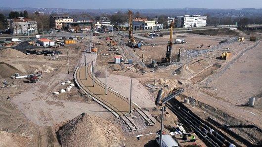 Auf dem ehemaligen Opel-Gelände in Bochum verlegt die Bogestra seit März Gleise. (Archivbild)