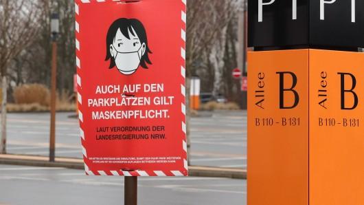"""Auf dem Parkplaz des Bochumer Ruhr Parks gilt Maskenpflicht. Viele Läden werden dort wegen der """"Notbremse"""" schließen müssen."""