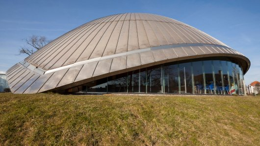"""Das Planetarium Bochum erklärt die """"seltsamen Lichterketten""""."""