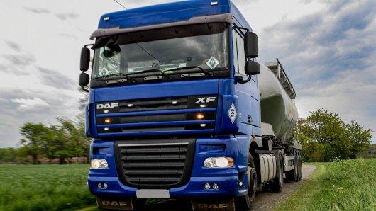 In Bochum hat ein Lkw-Fahrer einen fatalen Fehler gemacht. (Symbolbild)