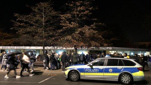 Im Oktober hat ein 19-Jähriger die Polizei alarmiert und behauptet eine Bombe im Movie Park deponiert zu haben. Jetzt muss sich der Essener mit den Folgen seiner Tat auseinandersetzen.