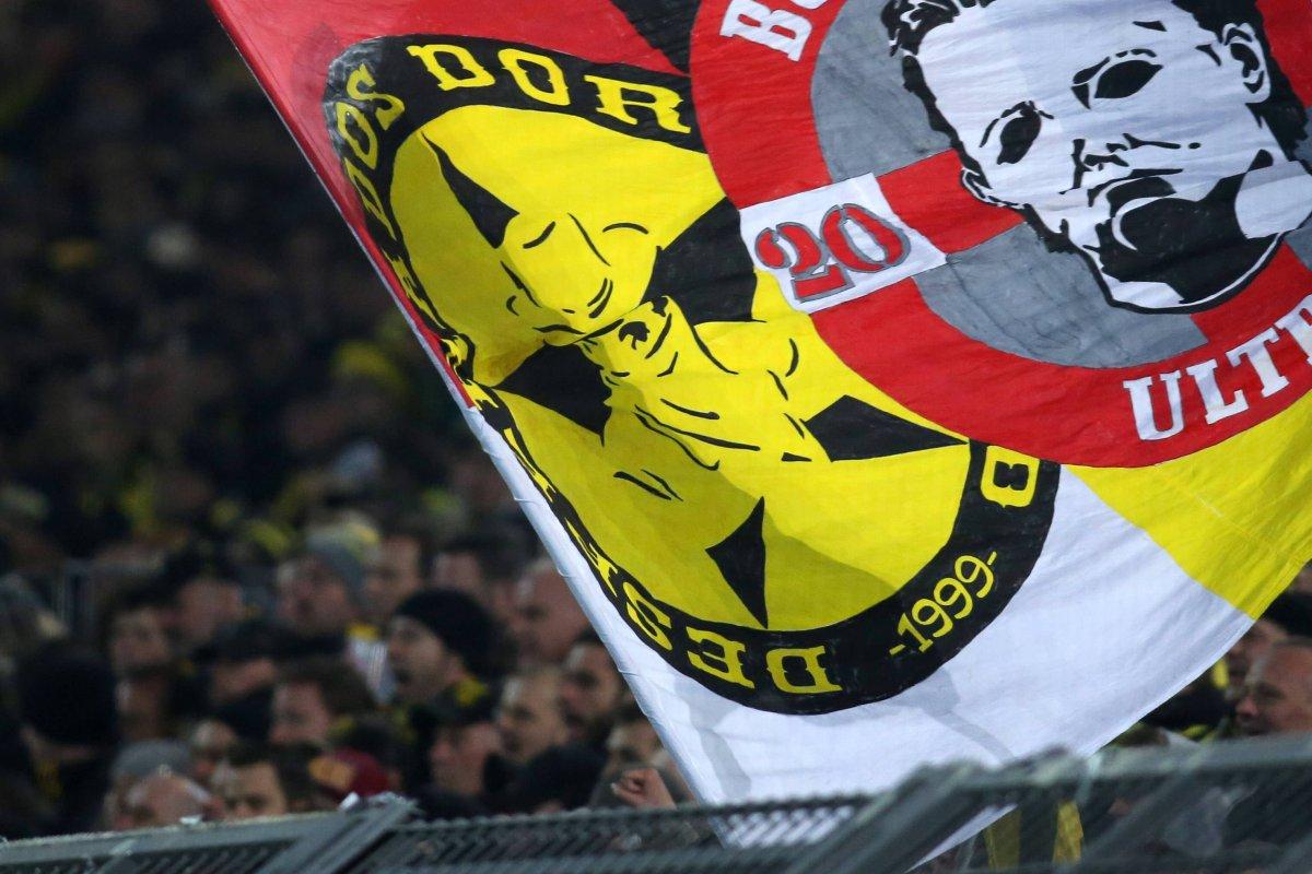 Bvb Attacke Auf Bayern Fans Polizei Ermittelt Gegen Desperados Derwesten De
