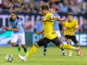 Mario Götze trifft zum 1:0 per Elfmeter gegen Manchester City.