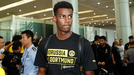 BVB-Profi Alexander Isak wurde am Flughafen die Spielberechtigung für die Youth League entzogen.