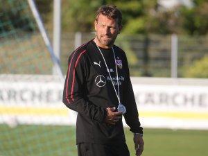 Markus Weinzierl und der VfB Stuttgart empfangen am Samstag Borussia Dortmund.
